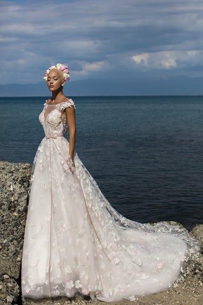 Свадебные платья с объемным цветочным декором
