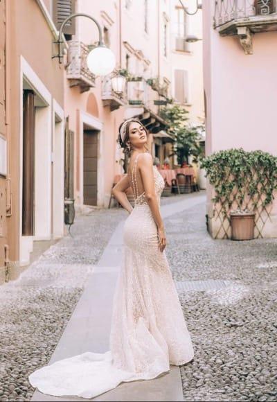 Вневременной тренд: 12 кружевных свадебных платьев
