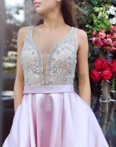 Вечірня сукня - ідеальне доповнення жіночої краси