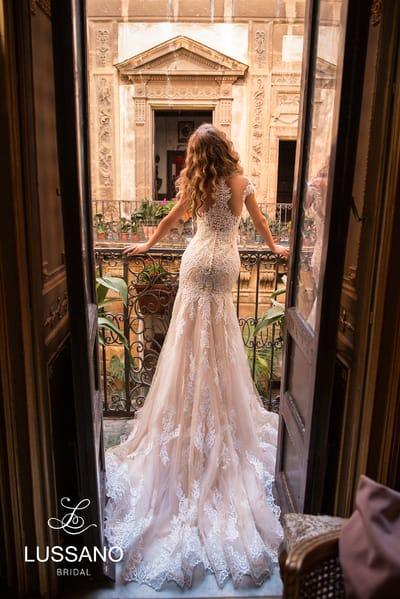 Элегантные свадебные платья с коротким рукавчиком от салона Гранд Ажур
