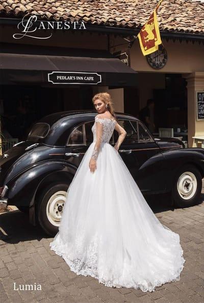 Самые эффектные свадебные платья с закрытой спиной