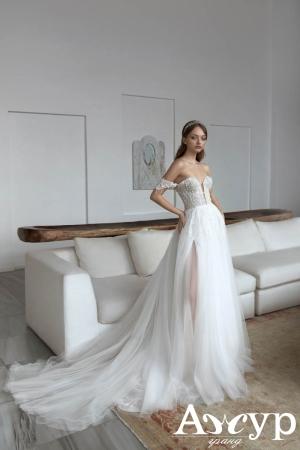 Королевский шлейф на свадебном платье