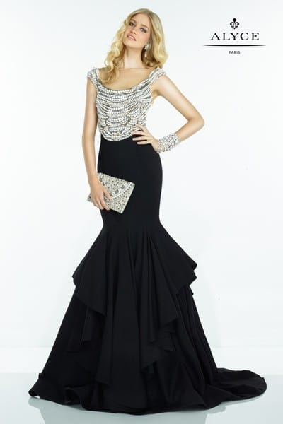 Вечернее платье: как правильно подобрать и с чем носить?