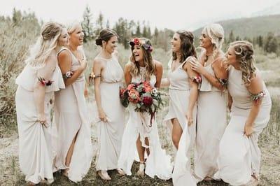 Платья подружек невесты: лучшие фасоны нарядов на свадьбу