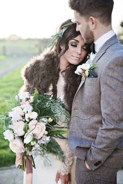 Как выбрать стильную накидку для свадьбы в прохладный день