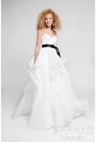 Белые вечерние платья в салоне Гранд Ажур