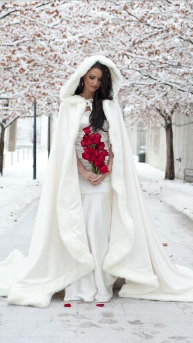 Теплые аксессуары невесты для осенне-зимней свадьбы